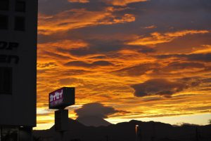 富士山の夕焼けに笠雲